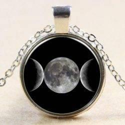colgante triple diosa forma circular con cadena.